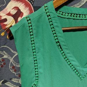 Adorable green blouse!